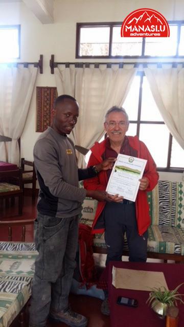 Trekking y ascensi n al kilimanjaro manaslu adventures for Oficina 0049 banco santander