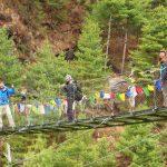 Región Everest. Puente colgante de camino a Namche Bazar 3440m