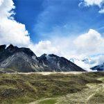 Región Everest. camino a lo largo del glaciar Khumbu de camino a Gorak Shep 5140m ultimo alojamiento en el trek EBC (Everest Base camp)